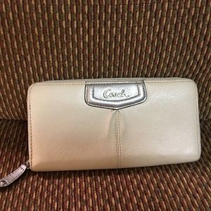 COACH Madison ASHLEY  Zip Around Wallet F48102
